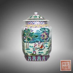 HYZX00058-1粉彩山水人物带盖六方瓶