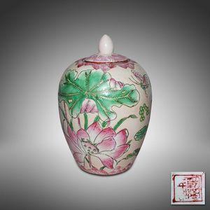 粉彩莲纹冬瓜罐